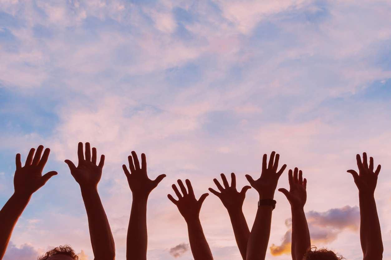 children-hands-in-the-sky-future-academy-beirut